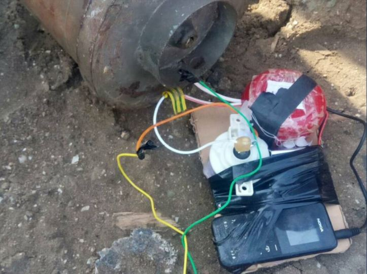 IED planted near a mosque attended by security leaders in Khormaksar #Aden rendered safe by Special Security Forces. #SouthYemen #Yemen 2 (2)