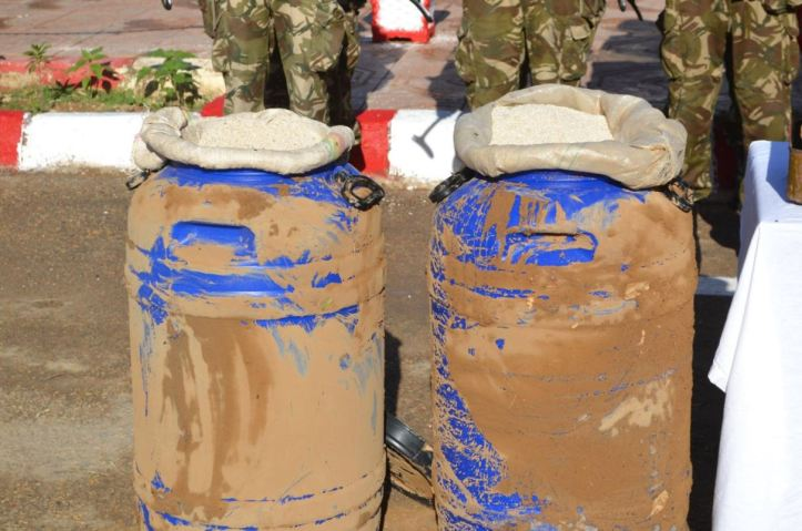 #Algeria 200kg of fertilizer, potential use for explosives manufacturing and 700 7.62x39mm rounds seized yesterday in #Biskra Province (1)