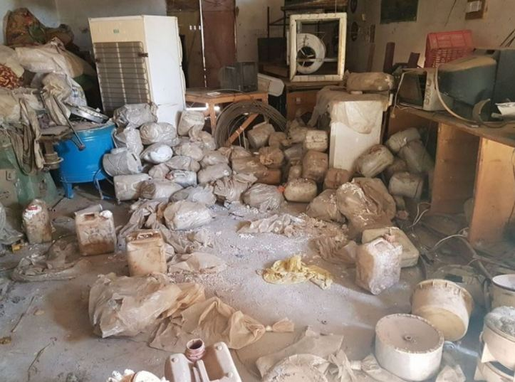 Shirqat Police and Salahuddin Intelligence uncovered an IED factory in Asbih village, near Zab town. 500 canisters total were destroyed (3)