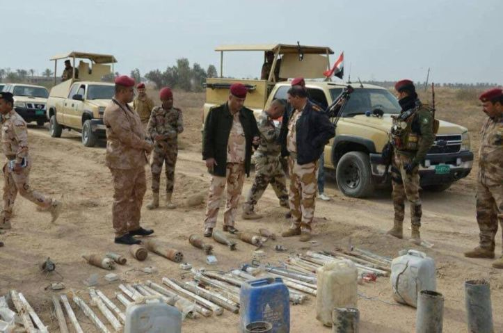 Iraq Army 14th Div and local Hashd units seized explosives and IEDs abandoned by Daesh terrorists near Garma north of #Fallujah, the operation was based on intel (1)