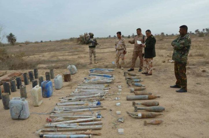 Iraq Army 14th Div and local Hashd units seized explosives and IEDs abandoned by Daesh terrorists near Garma north of #Fallujah, the operation was based on intel (3)