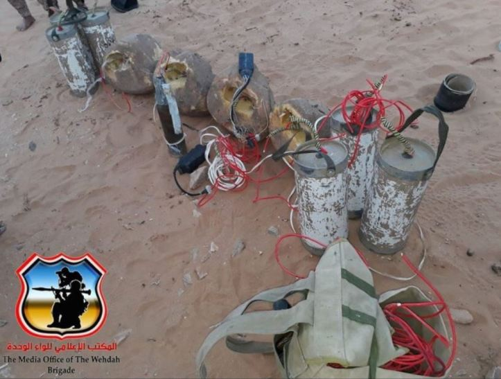 Yemen - pro-hadi fighters dispose of mines and IEDs (1)