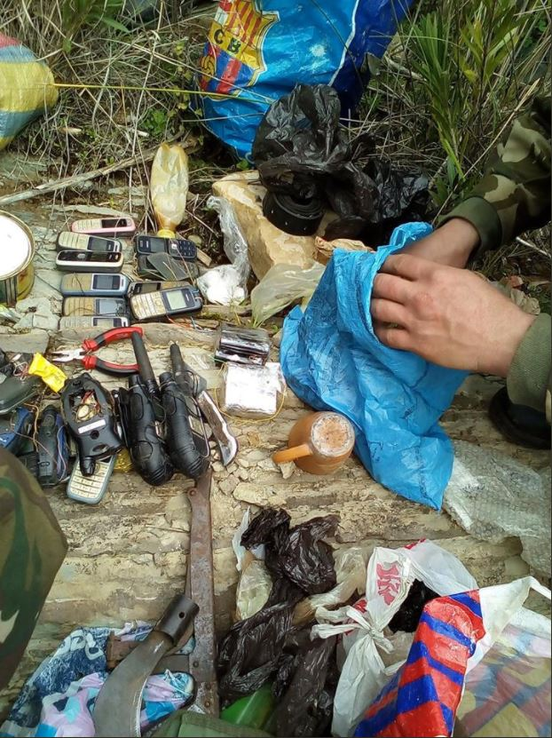 #Algeria 15 IEDs, booby-trapped mobile phones, and other IED materiel discovered yesterday in #Bouira (1)
