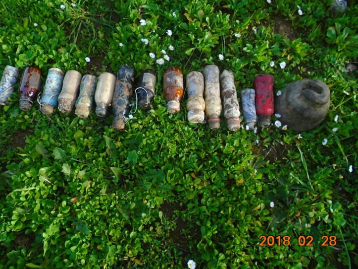 #Algeria 15 IEDs, booby-trapped mobile phones, and other IED materiel discovered yesterday in #Bouira (3)