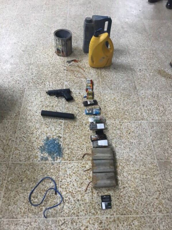 Nineveh intelligence directorate managed , through confessions of one of the defendants , to seize a workshop for manufacturing IEDs and silencers in the left side of Mosul city (2)